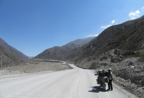 estrada-de-pedra-entre-salta-e-san-antonio-de-los-cruces_argentina