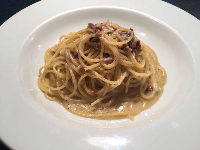 Espaguete à carbonara do restaurante Alessandro e Frederico.